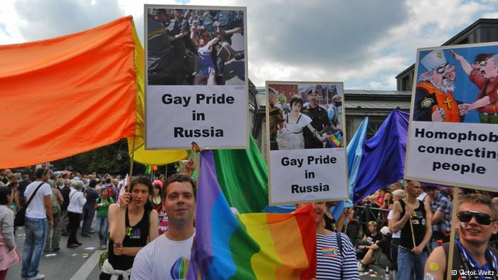 Количество гей парадов в России с каждым годом увеличивается на 3%,&q